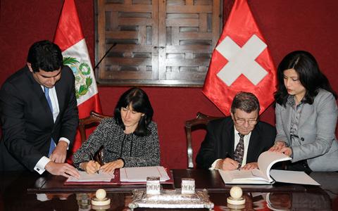 Canciller Roncagliolo y la Embajadora de Suiza suscriben convenio para evitar doble tributación