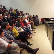 """Numeroso público en la presentación de la película peruana """"A los 40"""""""